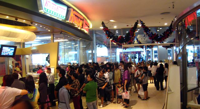 Study Shows Bangkok Residents Spend More Time Standing in Line Than Having Sex